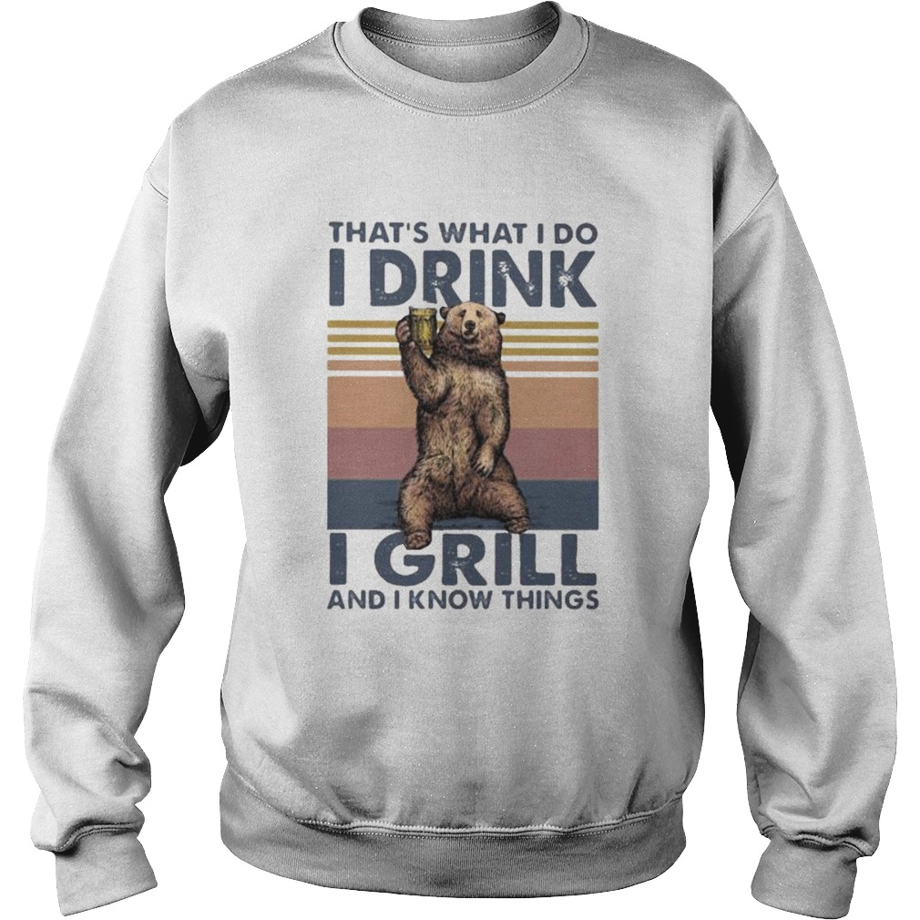 THATS WHAT I DO I DRINK I GRILL AND I KNOW THINGS BEAR VINTAGE RETRO  Sweatshirt